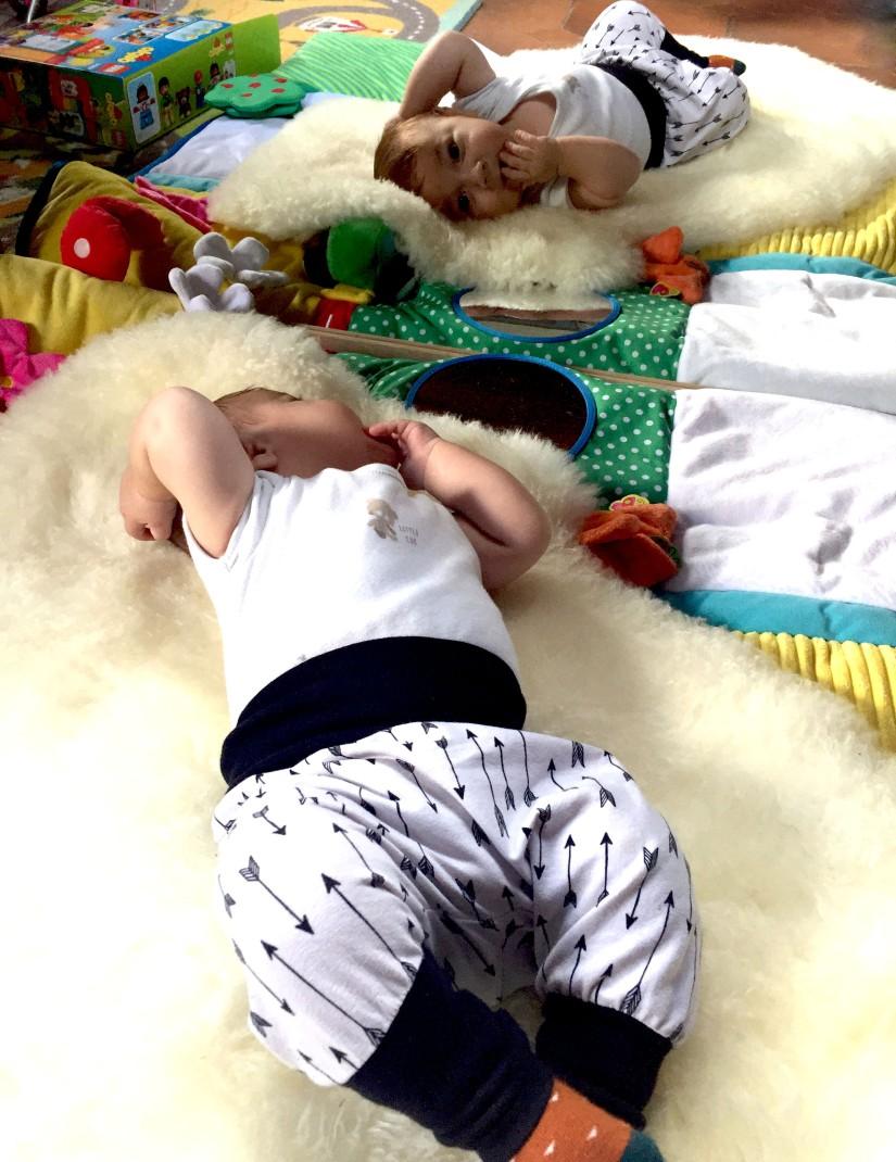 bébé-nido-éveil-miroir